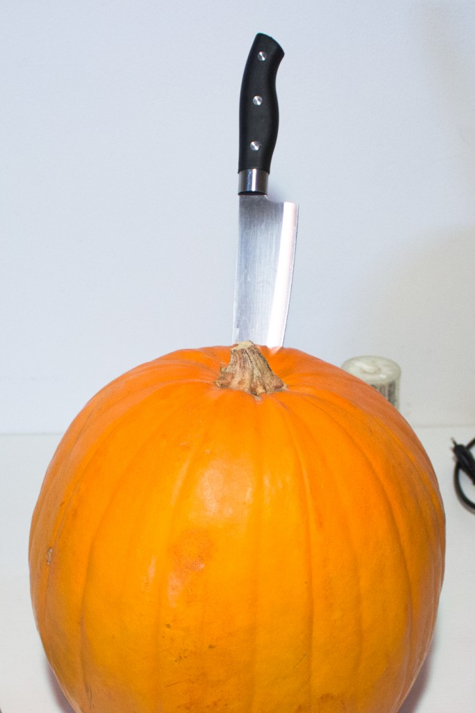 How to cut the top of your Halloween pumpkin