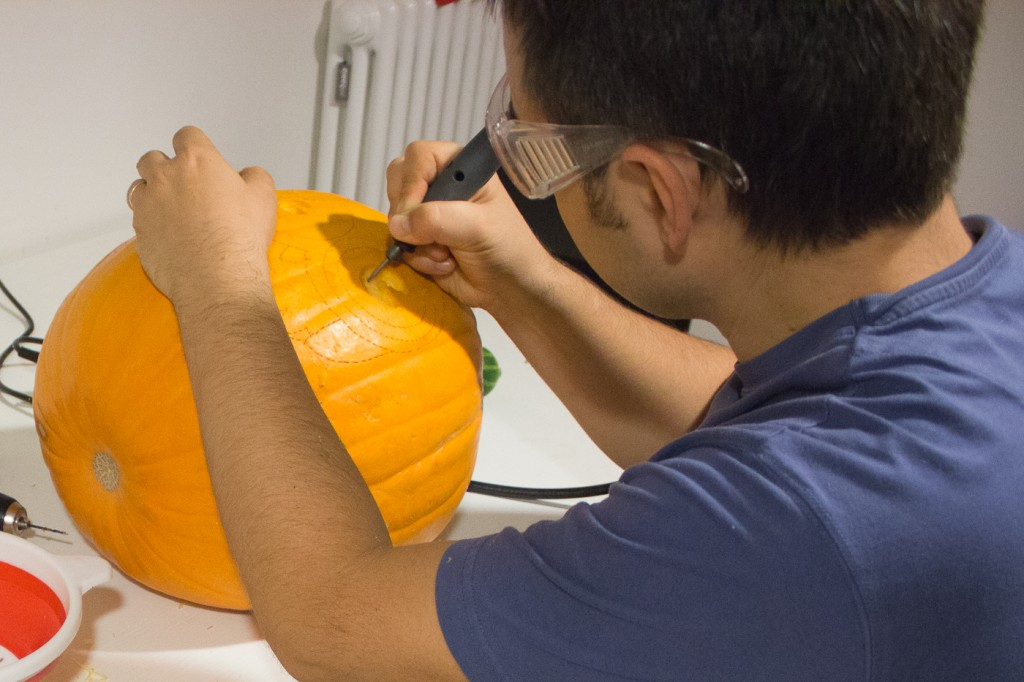 How to carve your Halloween pumpkin using a dremel tool