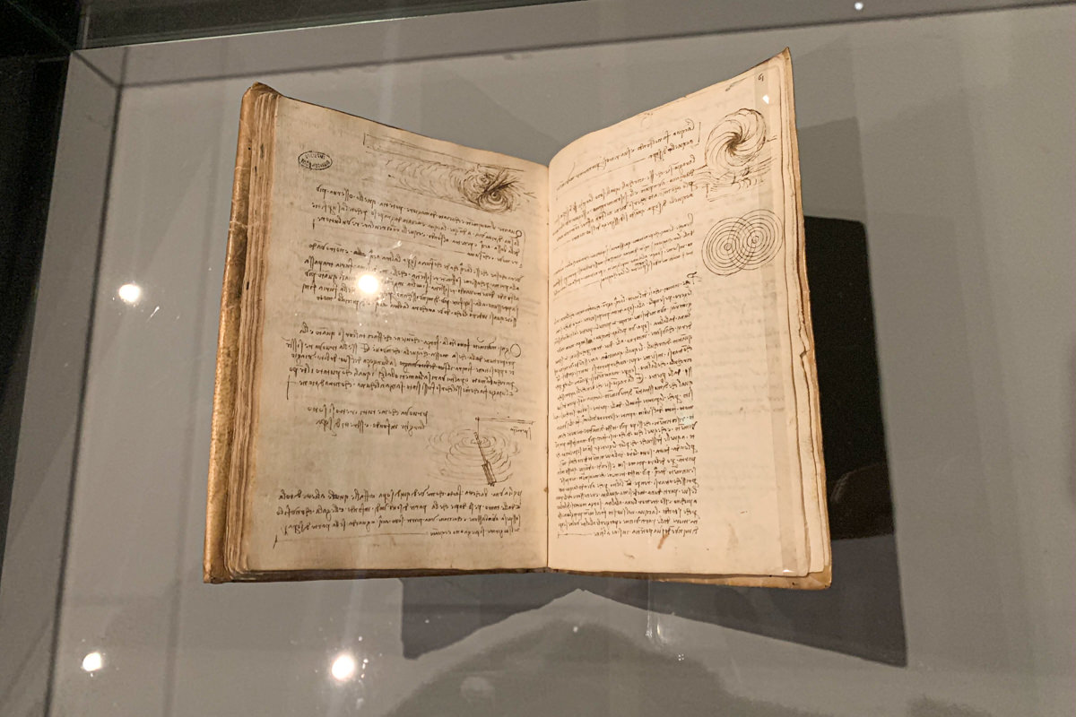 Leonardo da Vinci Exhibition in the Louvre Museum: sketchbook